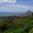 Minun kotimaani on Mauritius. Se on pieni saarivaltio Intian valtamerellä. Mauritius sijaitsee pari astetta Kauriin yläpuolella. Suomalaisille Mauritius on unelmien...