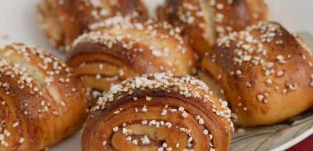Pullaa saa kaupasta tai leipomosta, mutta itse leivottu on kaiken sen vaivan arvoista: On aika ottaa tarvikkeet esiin ja leipoa maailman parasta pullaa!